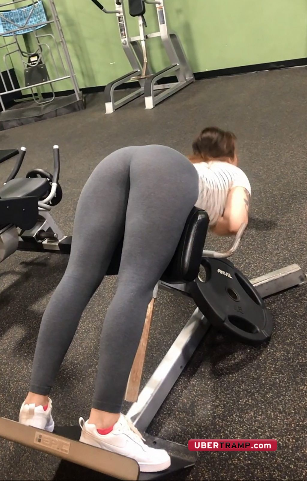 Amazing bent over ass in tights of stunning unaware girl in the gym
